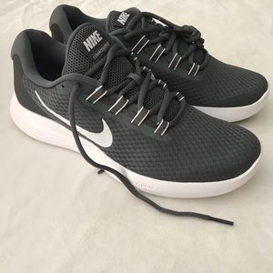 Nike Mens Lunarconverge Athletic Sneakers NIB